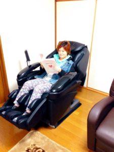 みき マッサージチェアでリラックスしすぎ 雅子ちゃん家 八戸市